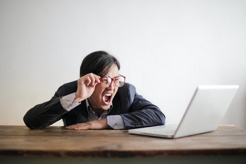 como-tratar-crisis-online